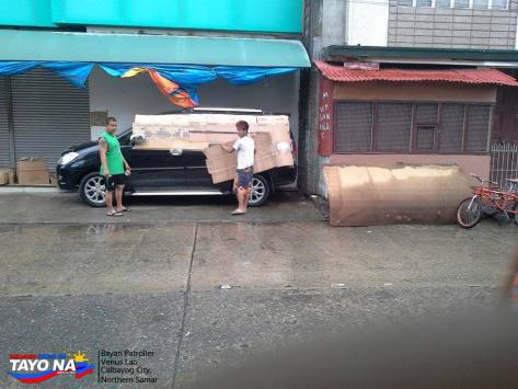 People were wrapping their car to protect it from the flood in Calbayog Northern Samar
